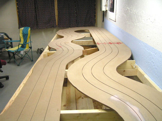 building midmo international raceway home racing world slot i simply used 1 x 4 pine boards and screwed them in place i moved them several times to get the track where i liked it